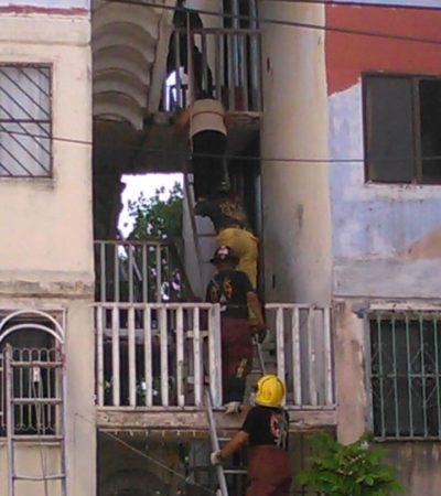 Se derrumba escalera en edificio del fraccionamiento Corales en Cancún