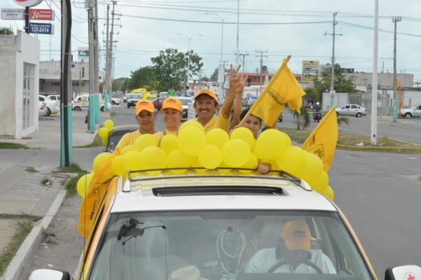 """""""LA GENTE YA ME CONOCE Y QUIERE EL CAMBIO"""": Con una mega caravana, Domingo Flota cierra campaña en Chetumal"""