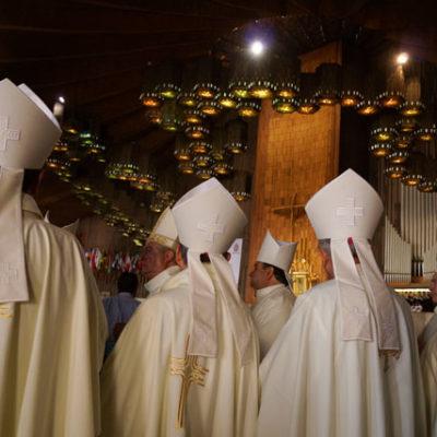 ARREMETEN OBISPOS CONTRA LA CORTE: Inicia Episcopado cruzada nacional contra las bodas entre homosexuales