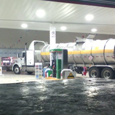MONTADOS EN SU MACHO: Ignorando denuncias y recursos legales, alistan inauguración de impugnada gasolinera en la Zona Hotera de Cancún