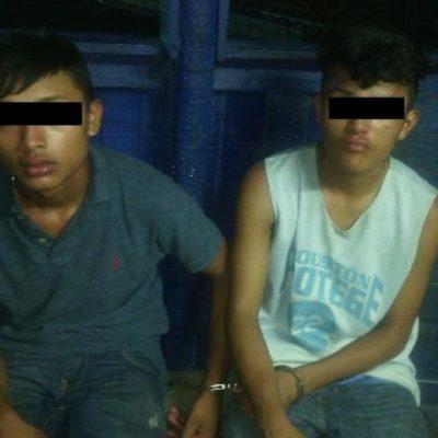 Detienen a 2 menores de 16 años cuando intentaban robar tienda de conveniencia en Cancún