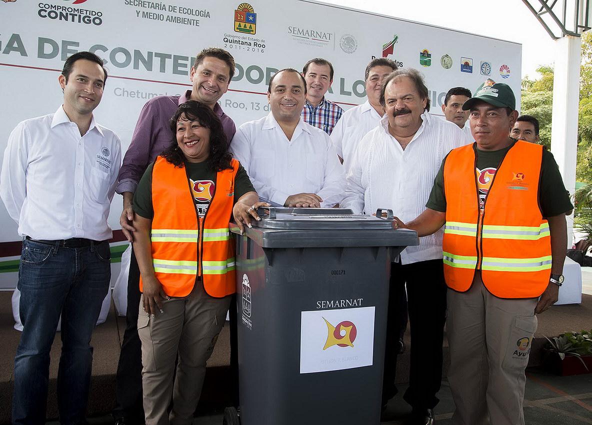 'HUELE MAL' OTRO 'NEGOCIO' DE BORGE: Sin licitación y con sobreprecio, compran contenedores de basura para municipios de QR