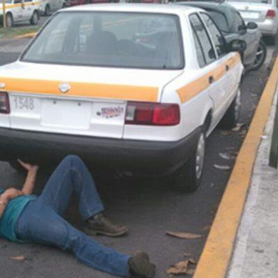 Taxista se amarra a su auto para evitar que se lo lleve la grúa