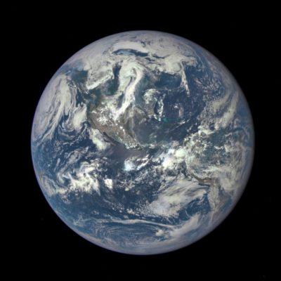 LA TIERRA EN TODO SU ESPLENDOR: Difunde la NASA la más reciente fotografía de nuestro planeta a 1.5 millones de kilómetros