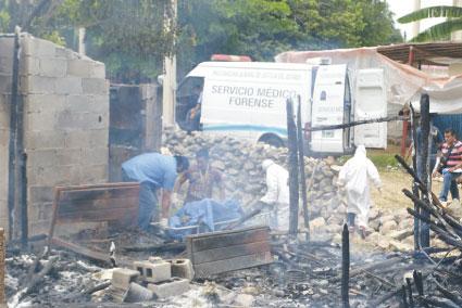 MUERE ABUELO CALCINADO: Tras sofocar incendio en humilde vivienda en FCP, hallan restos de ancianito