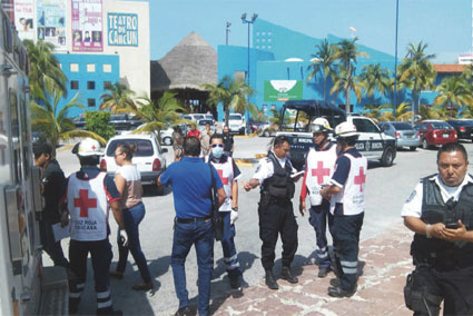 Dan de alta a 2 de los heridos en la balacera afuera del Teatro de Cancún, en la Zona Hotelera