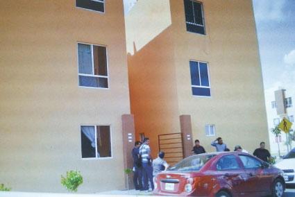 Asesinan a puñaladas a un joven el interior de su departamento en Cancún