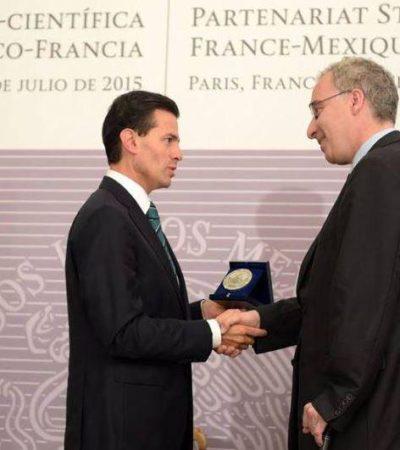 Mientras en México 'El Chapo' deja en ridículo al Estado mexicano, en París, Peña recibe una medalla