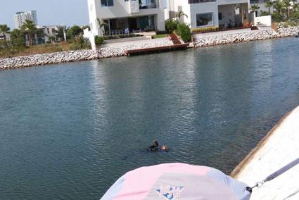 Hallan muerto a un albañil en uno de los canales del exclusivo complejo Puerto Cancún