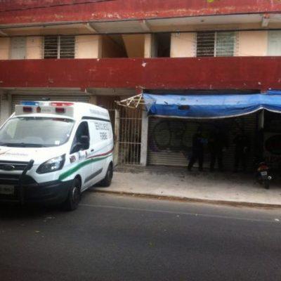 Hallan cuerpo de hombre suicidado en edificio de departamentos en la SM 60 de Cancún
