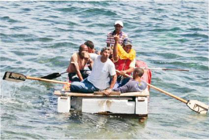 Tras 3 días a la deriva, rescatan a otros 7 balseros cubanos en aguas de Isla Contoy