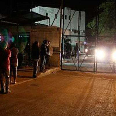 TRASLADAN A REOS A CHETUMAL: En la madrugada, sacan a 14 reclusos involucrados en sangrienta riña del domingo