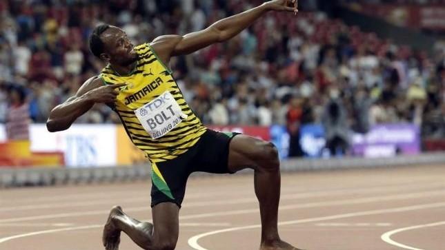 USAIN BOLT, TETRACAMPEÓN DE LOS 200: El jamaiquino, imparable, gana cuarto campeonato consecutivo… y lo derriba un camarógrafo