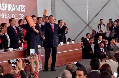 Manlio Fabio Beltrones y Carolina Monroy se registran para dirigir al PRI