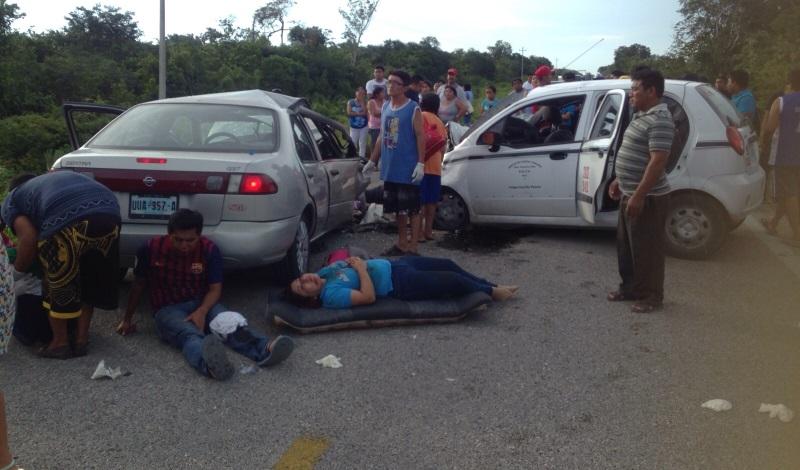 TRAGEDIA EN CARRETERA EN FELIPE CARRILLO PUERTO: Chocan 2 vehículos con saldo de 4 muertos y 6 heridos