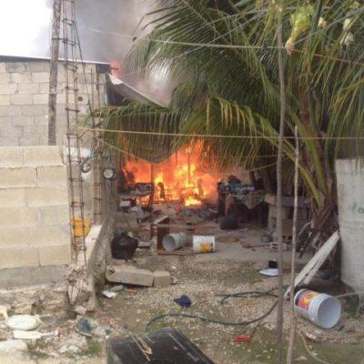 Incendio consume palapa en la Región 221 de Cancún, pero no hay heridos