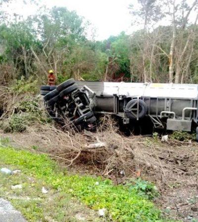 Se vuelca pipa y derrama más de 60 mil litros de turbosina en la autopista Mérida-Cancún