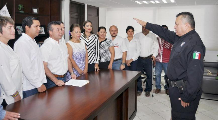 REMUEVEN A JEFE POLICIACO EN SOLIDARIDAD Y PONEN A YUCATECO: Sale Rodolfo del Ángel Campos de Seguridad Pública y llega Martín Estrada