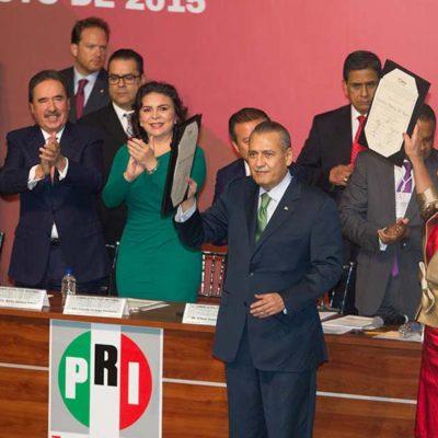 Rinden protesta Manlio Fabio Beltrones y Carolina Monroy al frente del PRI