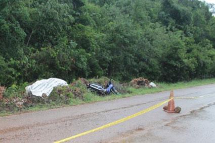 Muere policía al salirse de la carretera cuando circulaba en motocicleta en JMM