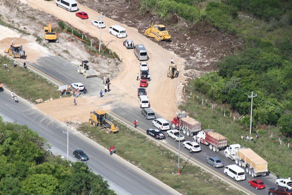 REABREN LA CARRETERA EN ZONA DE HUNDIMIENTO: Con pasos provisionales, se restablece el tránsito entre Cancún y Playa; siguen trabajos