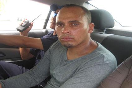 LA ESTABA PASANDO MAL: Se entrega al INM cubano indocumentado en Isla Mujeres