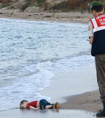 """""""YA ES SUFICIENTE"""": La fotografía de un niño inmigrante muerto provoca polémica en Europa"""
