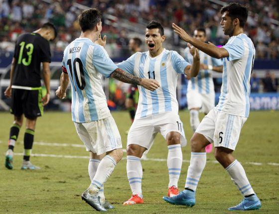IBAN GANANDO, SE DEJARON EMPATAR: Con goles de Messi y Agüero, Argentina le arruina el festejo a México