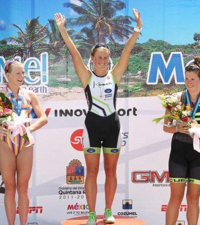 BRILLAN TRIATLETAS EN COZUMEL: Un alemán y una checa, ganadores en el medio Ironman de isla