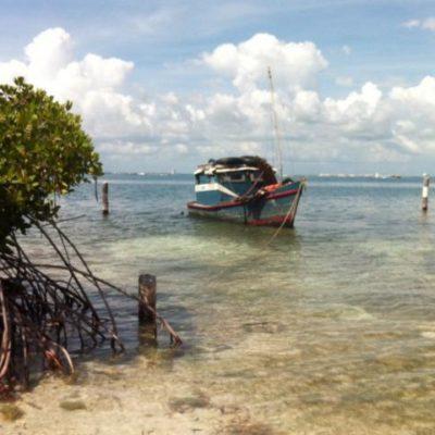 RECALAN MÁS CUBANOS EN ISLA MUJERES: Asegura la Armada a 10 balseros antillanos por la zona del aeródromo