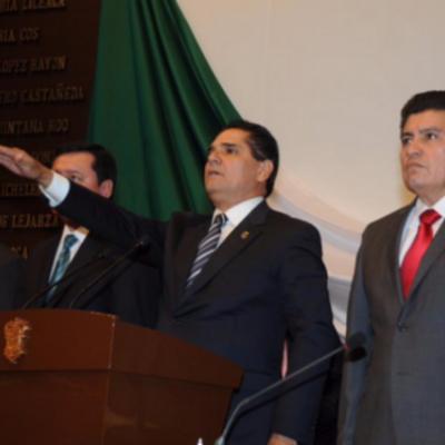 Rinde protesta Silvano Aureoles como gobernador de Michoacán bajo un fuerte operativo policiaco