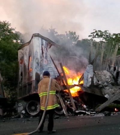 INFIERNO EN LA CARRETERA: Consume fuego trailer de 2 remolques al chocar contra camioneta en FCP; no hay heridos