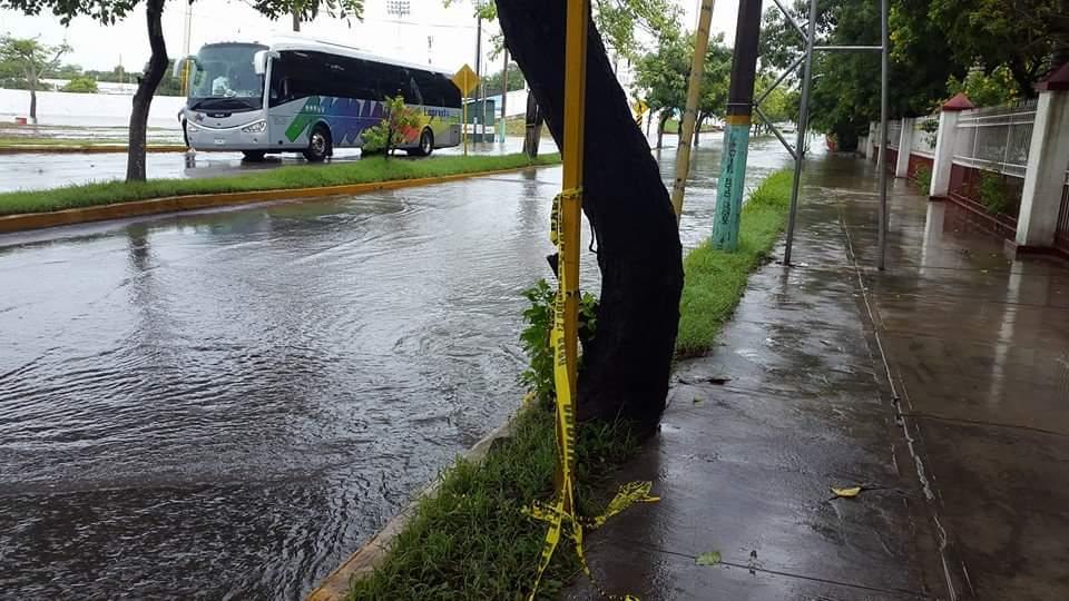 CHETUMAL, COLAPSADA POR LLUVIAS: Anuncia Abuxapqui que pedirán declaratoria de emergencia por inundaciones; seguirá el mal tiempo