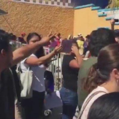 """REVIENTAN ASAMBLEAS DE MORENA: Suspenden elección de consejeros por peleas y golpes en Cancún y Chetumal; acusan a Borge por infiltrados; denuncian padrón 'rasurado'; """"fue un asco"""", lamentan"""