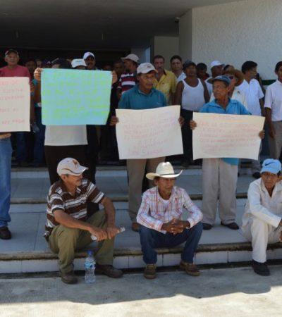 'TOMAN' OFICINAS DE LA SCT EN CHETUMAL: Nueva protesta de ejidatarios de Juan Sarabia en reclamo de indemnización; piden a Mendicuti mediar