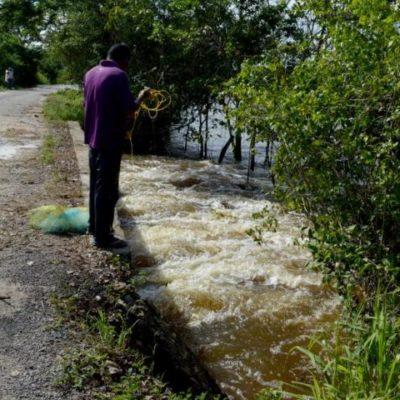 PARCELAS BAJO EL AGUA: Escurrimientos cortan caminos y empiezan a causar estragos en zonas bajas de Bacalar