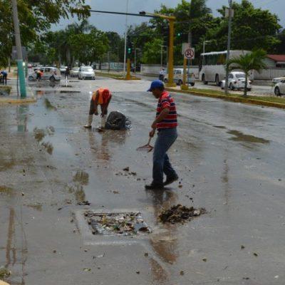 Tras inundaciones, trabajan en la limpieza y reapertura de calles en Chetumal