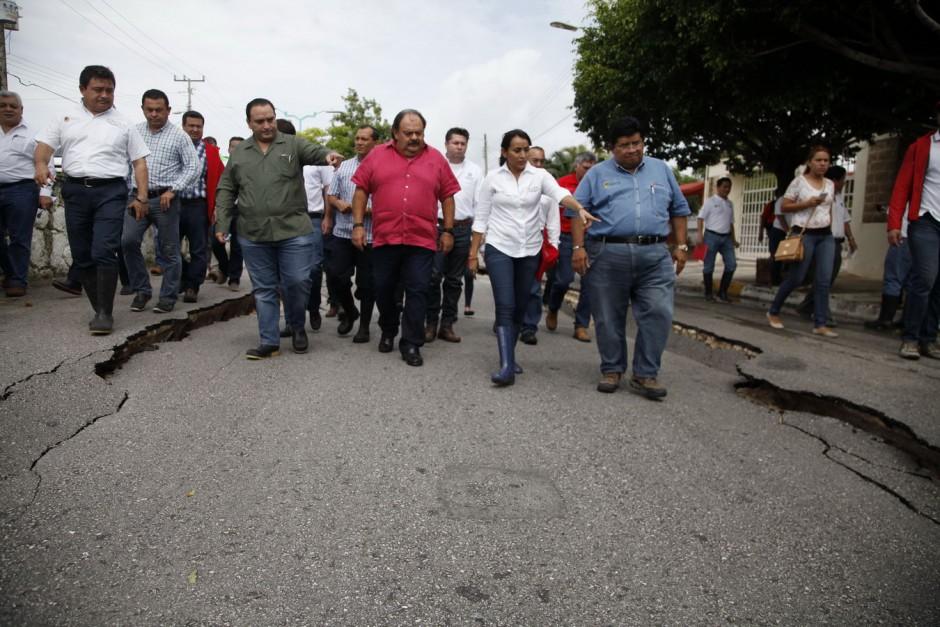 REAPARECEN LOS AUSENTES: Tras pasar lo más fuerte de la contingencia por lluvias, supervisa Borge daños en Chetumal y Paul Carrillo, en Cancún