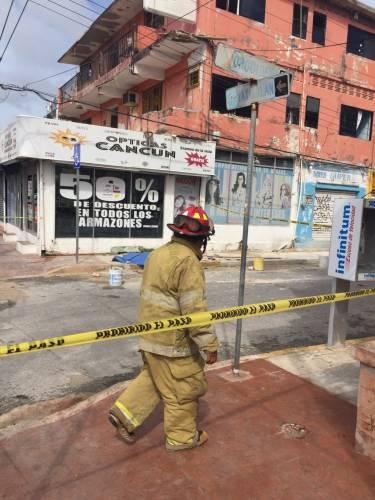 TRAGEDIA LABORAL EN CANCÚN: Mueren dos albañiles electrocutados al caer de un tercer piso en la Yaxchilán