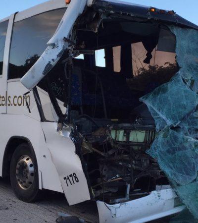 APARATOSO ACCIDENTE EN CARRETERA: Choca autobús del hotel Grand Sirenis contra camión de carga en FCP; hay 4 heridos