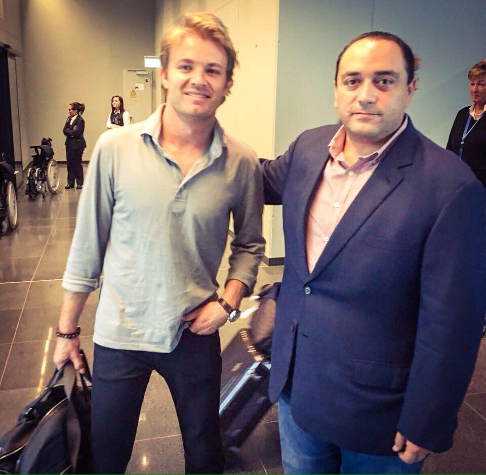 """""""En el Aeropuerto de la Ciudad de México, saludé a @nico_rosberg ganador del #GranPremioDeMéxico @F1"""", escribió en su cuenta de Twitter el Gobernador Borge antes de volar hacia Londres."""