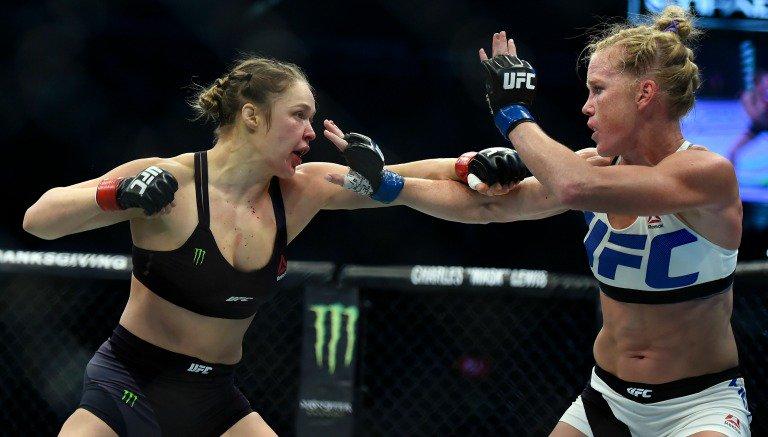 DESTRONAN A RONDA ROUSEY: Holly Holm derrumba el mito y vence por KO a la campeona invicta de peso gallo del UFC