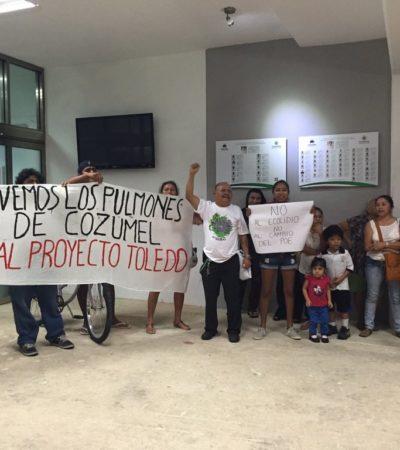 MARCHAN CONTRA PROYECTO INMOBILIARIO EN COZUMEL: Denuncian intento de cambiar usos de suelo para beneficiar el Aerogolf de Eduardo Toledo