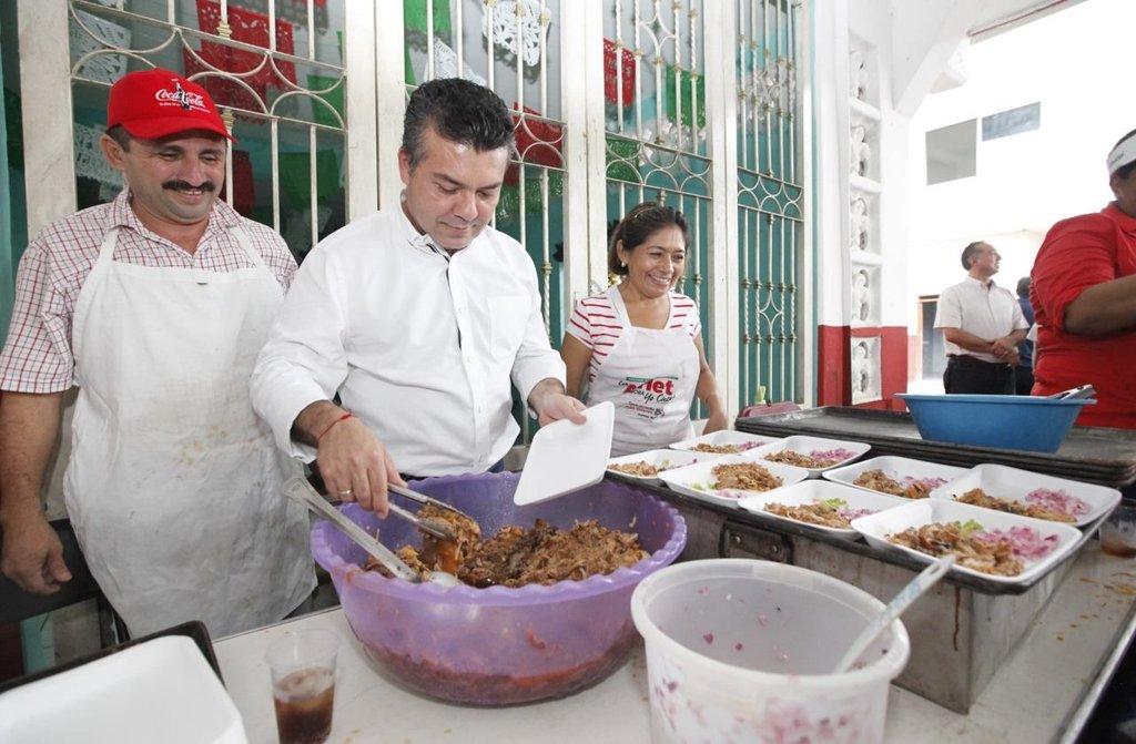 AL DESCUBIERTO, BODEGA REPLETA CON PROPAGANDA DE MAURICIO: Revelan estrategia del Alcalde de Solidaridad para publicitarse en Cancún; hasta 5 mdp en camisas, gorras y balones para buscar candidatura priista