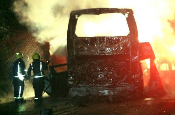 INFIERNO EN LA CARRETERA: Mueren calcinados 24 estudiantes cuando su autobús chocó contra un auto en la México-Tuxpan