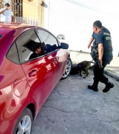 Sospechosos abandonan vehículo y huyen con supuestas drogas y armas en Chetumal
