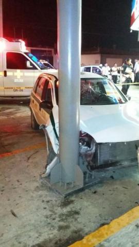CAFRE AL VOLANTE: Muere mujer al chocar un taxi contra un poste en la Región 92 de Cancún