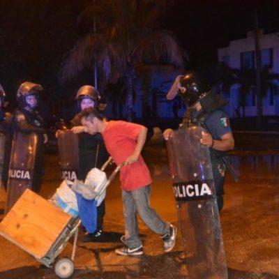 Con policías de tres municipios, desalojan 'por las buenas' a invasores de fraccionamiento Azul Bonampak en Cancún