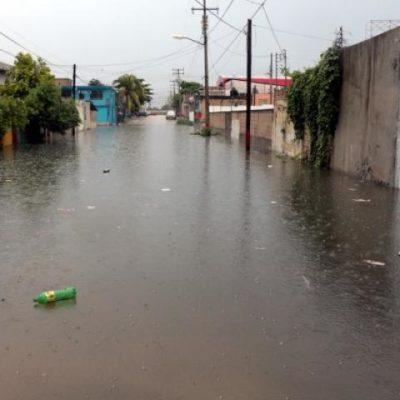 Sufren familias de Cancún por inundaciones por lluvias durante el fin de semana