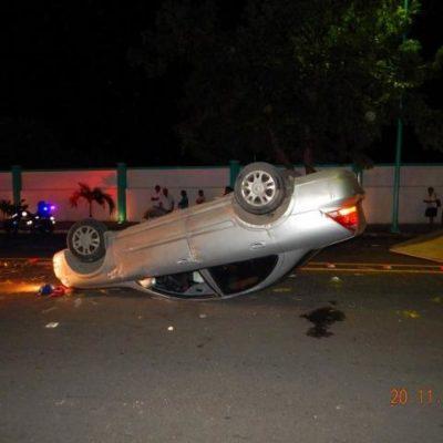 ALERTA PARA AUTOMOVILISTAS: Mega bache en avenida de Chetumal provoca volcadura